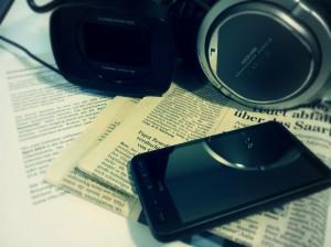 Kamera, Handy und Zeitungen